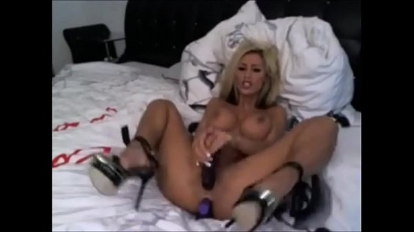 SEXY GERMAN BABE HAVE FUN IN CAM INSTAGRAMCAMGIRL.COM