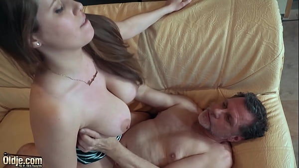 Teen gets open mouth cumshot and swallows
